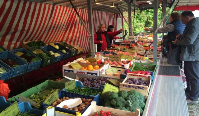 Obst-undGemüsemarktstand