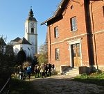 Pfarrkirche und das ehemalige Rote Schulhaus